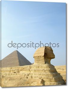 Сфинкс и пирамида