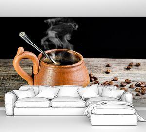 Деревянная кружка с горячим кофе