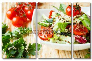 Салат из свежих овощей с помидорами
