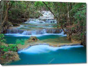 глубокой лесной водопад в Канчанабури, Таиланд