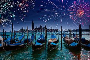 Праздничный фейерверк над Гранд-канал в Венеции
