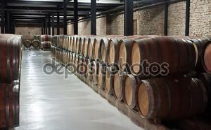 деревянные бочки на винзаводе