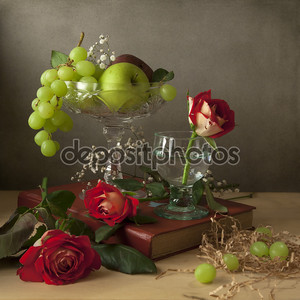 Натюрморт с фруктами и розы