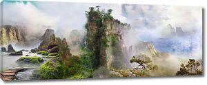Панорама со скалами в тумане
