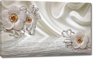 Цветы и серебро на фоне ткани