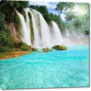Водопад detian