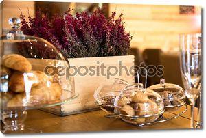 Сладкие булочки и сухой лаванды