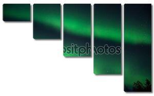 зеленые Северное сияние на звездное небо
