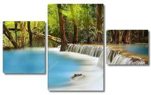 Хуай Мэй водопад в лесу