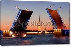 Белые ночи в Санкт-Петербурге. Разведенных Дворцовый мост
