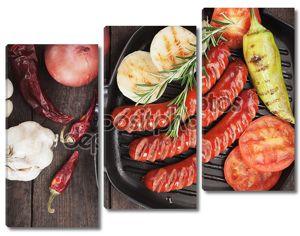 Колбаски гриль и овощи