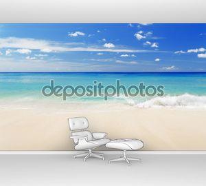 Белый песчаный пляж