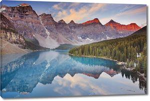 Озеро Морейн на рассвете, Национальный парк Банф, Канада