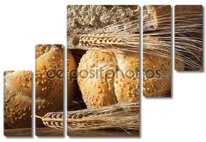 Натюрморт с хлебом, булочки и уши