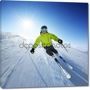 Лыжник на склоне