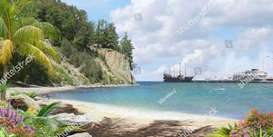 Парусник со спущенными парусам в порту