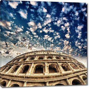 Рим, Колизей. прекрасный вид с красочными весеннего неба
