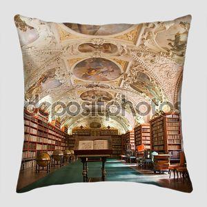 Библиотека с расписным потолком