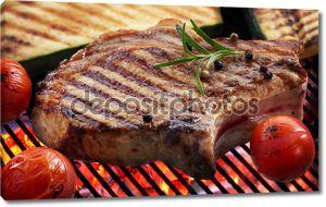 Стейк на гриле мясо и овощи