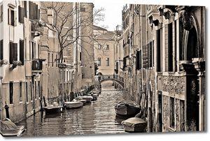 Канал в Венеции в черно-белом цвете