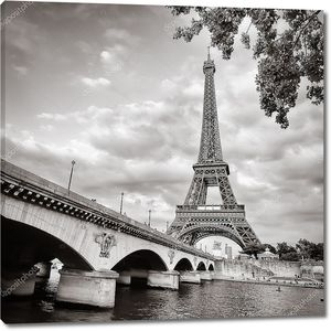 Эйфелева башня, монохромный квадратный формат