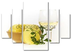 Натюрморт с вином и петрушкой