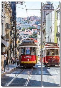 Винтажный трамвай в центре Лиссабона
