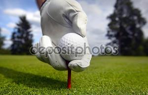 Размещение мяч для гольфа на тройник