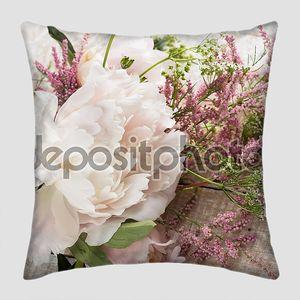 Открытка с элегантными цветами