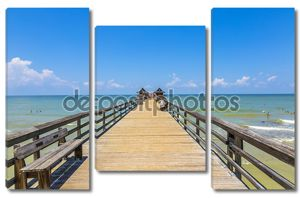 полдень в Неаполь Пирс на пляже гольф Мексики, Флорида