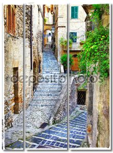 красивые старые улицы средневековых итальянских деревень, артистического vin