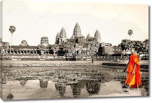 Монах у храма в Камбодже