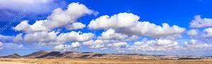 красивая панорама горизонта в солнечную погоду, Пустынный остров Фуэртевентура,Канарские, Испания.