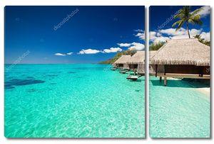 Виллы на тропическом пляже с шагами в воду