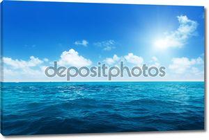 Идеальный неба и воды Индийского океана