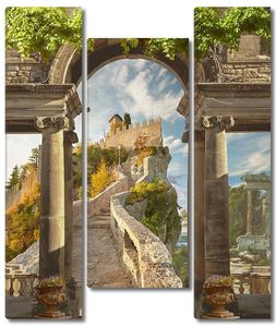 Дорога через арку к замку