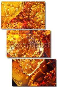 Крупным планом зрения кубиков льда в cola
