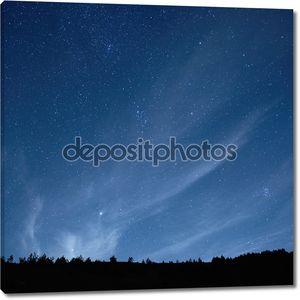 Синее темное ночное небо со звездами