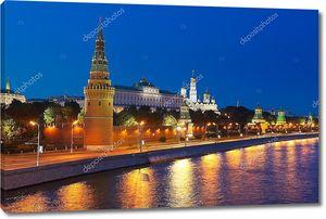 Отражение ночной Москвы