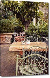 Осень в кафе в саду