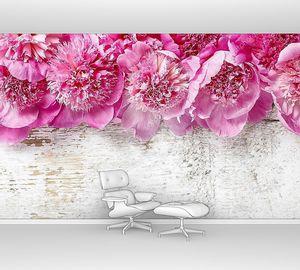 Розовые пионы на деревянными фоне