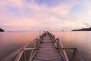 Деревянный мост и Хат Восход берега Джорджтаун, Малайзия Пенанг