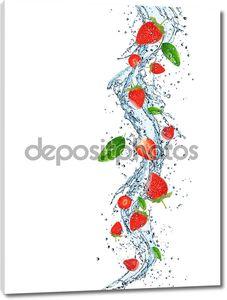 свежие фрукты с плеск воды