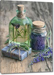 лавандовое масло, натуральное мыло и соль для ванны с цветами