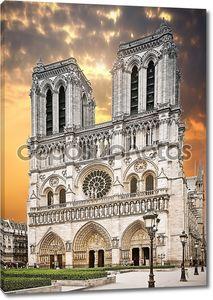 Нотр-Дам в Париже на закате