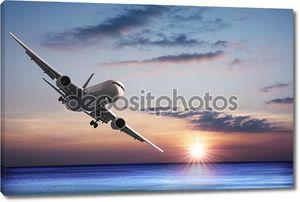 Реактивный самолет над морем