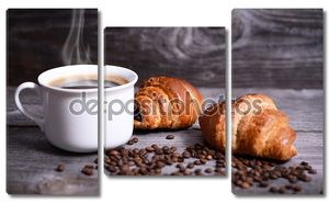 свежий круассан и кофе