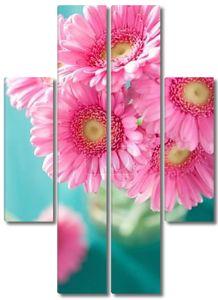 Букет цветов красивые розовые герберы в вазе