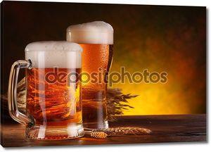 Натюрморт с бокалами пенного пива