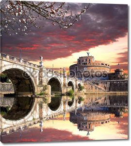 замок Ангела с моста на берегу реки Тибр в Риме